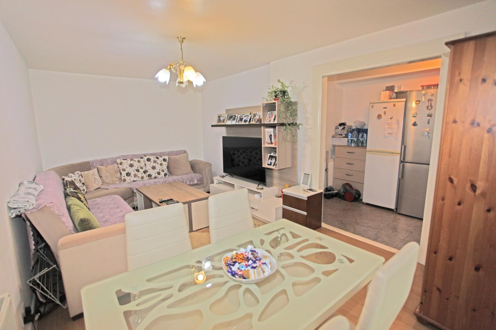 2 Bedroom Garden Flat For Sale on Caldy Walk